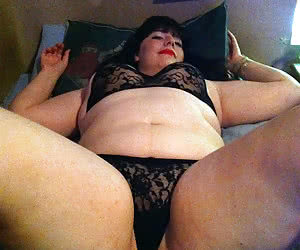 Fat mature dames with well visible genitals