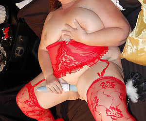 Mature BBW amateurs showing their open pussy holes
